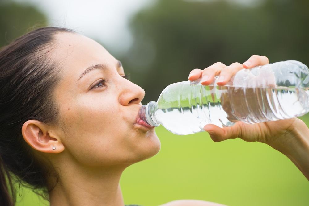 Consumul de băuturi bogate în sodiu poate cauza niveluri scăzute de sânge în sânge